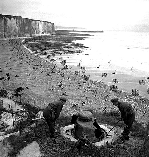 what was the significance of d day Explain the importance of d-day as a turning point in ww2 d-day was when the allied troops invaded france there was very careful planning for d-day and because of this it was a success d-day marked 'the start of the end' d-day was a major turning point in the war because it led to many different things.
