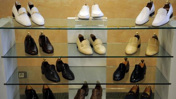 Voitures de luxe, costumes, chaussures... Les biens de Ben Ali en vente à Tunis