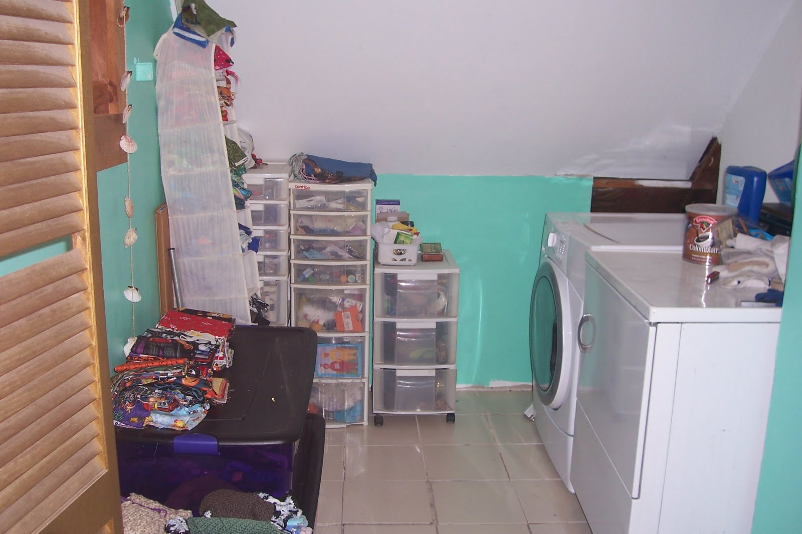 Erika\'s Chiquis: Organizing My Sewing and Laundry Room