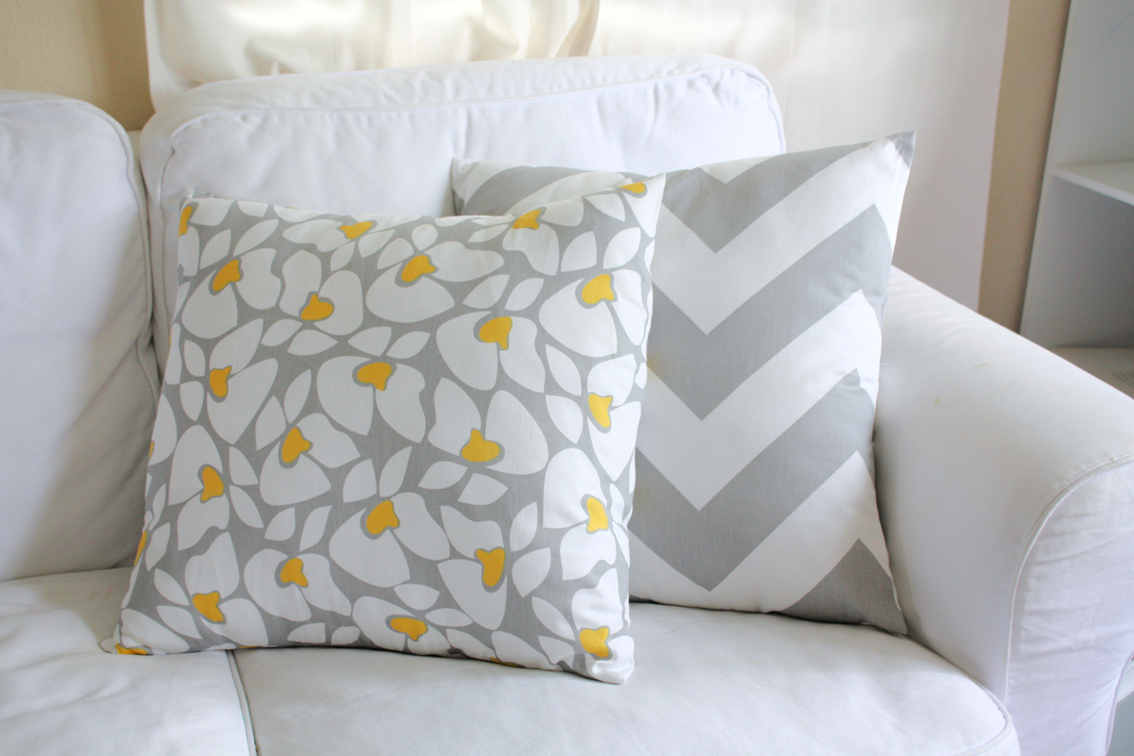Naturally Creative Mama: Tutorial: Easy Peasy Envelope Closure Throw Pillow Cover