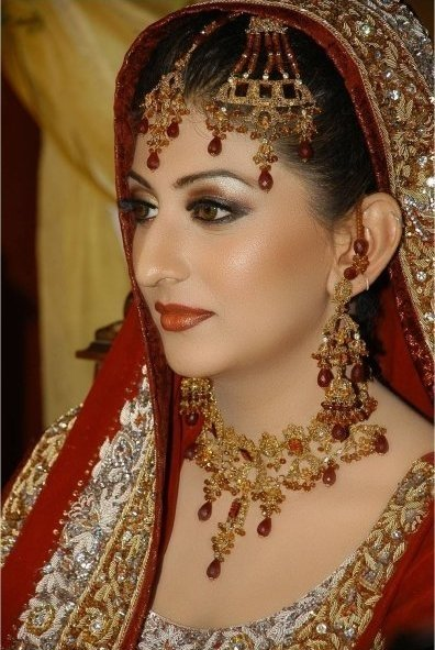 Traditional Bridal Makeup Looks : celebrity Gossip: North Indian Brides