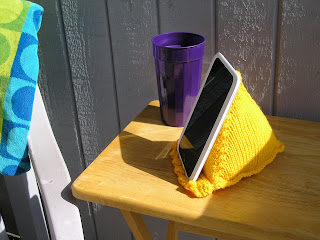 kindle or nook pillow, pyramid pillow, knitted