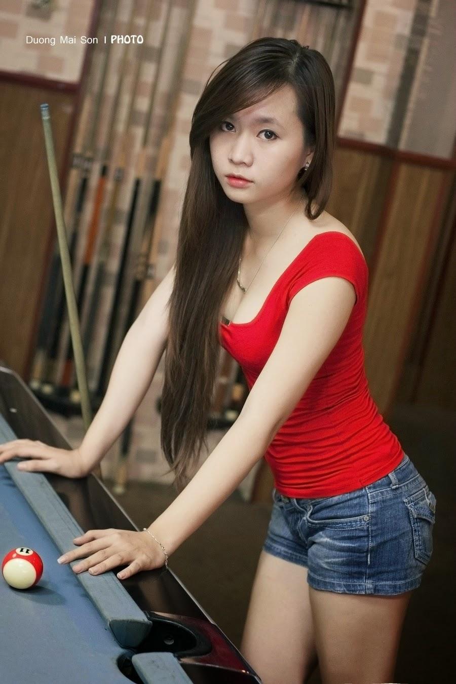 Vietnamese sexy girl to play billiards