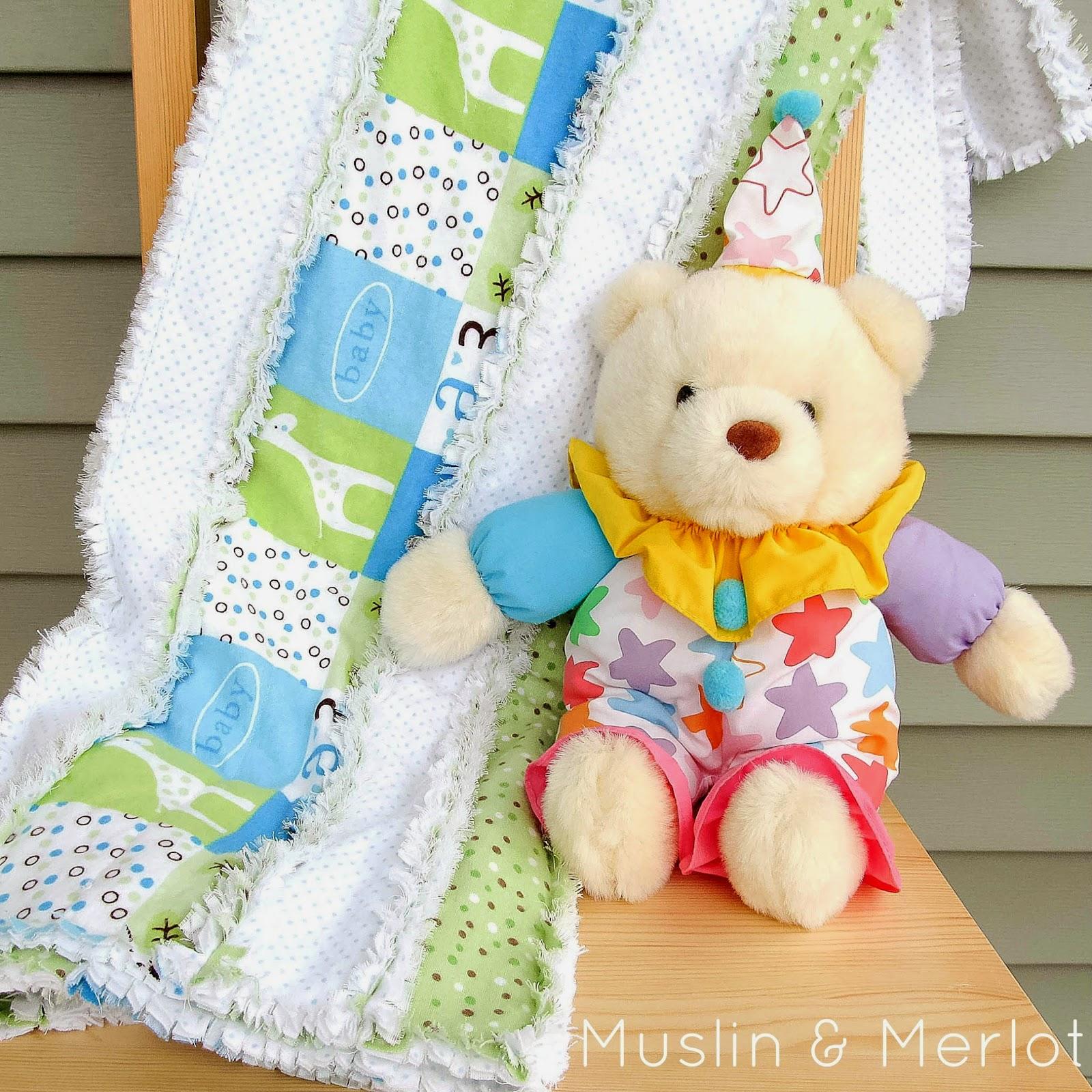 http://muslinandmerlot.blogspot.com/2014/05/striped-rag-quilt-tutorial.html