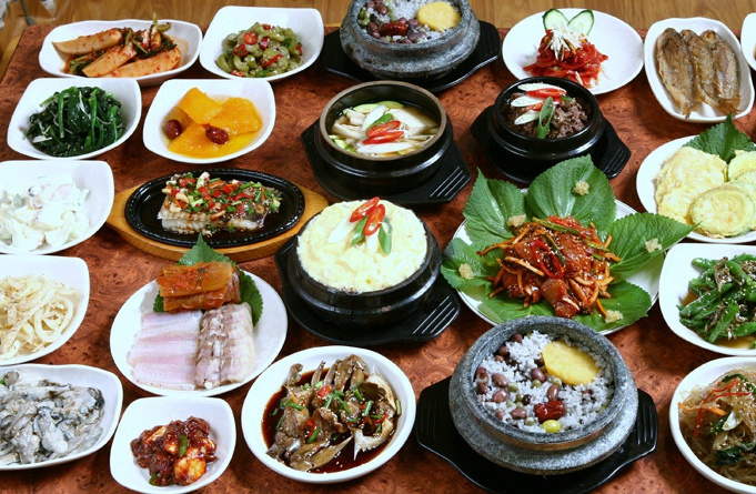 Travel korea travel in seoul myeongdong korean for Traditional korean kitchen