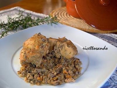 Coniglio al civet ricetta tradizionale con sugo a base di cipolla e fegato