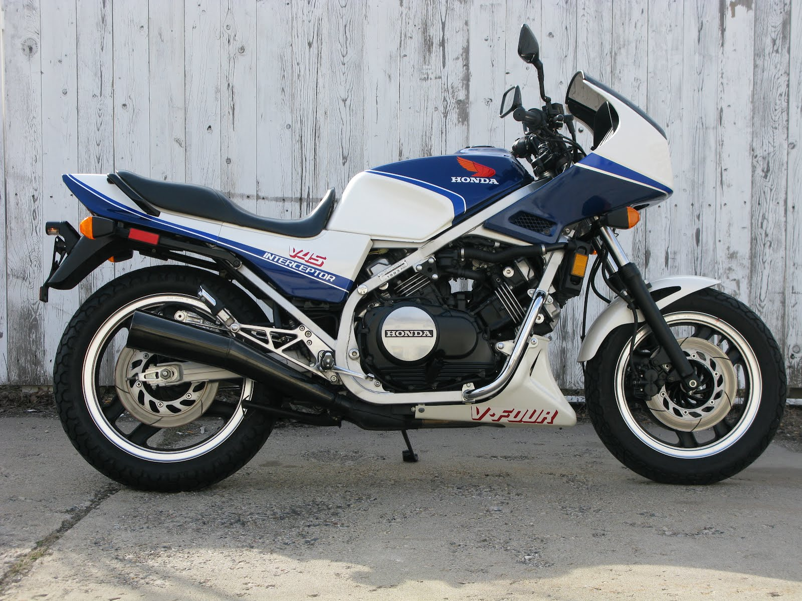 1985 Honda Shadow Vt700 166207 further Watch together with Kilian together with 481181541407050681 likewise Watch. on 85 honda magna