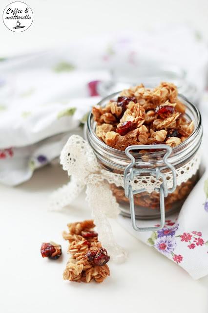 granola homemade con ciliegie e nocciole- sedici, l'alchimia dei sapori: fruttati freschi