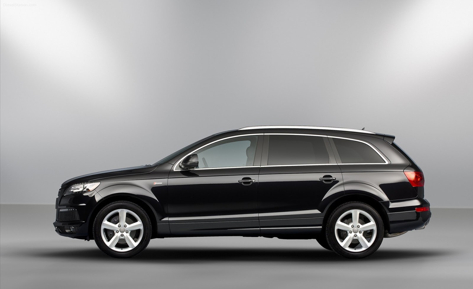 2013 audi q7 hd desktop wallpapers desktop wallpaper. Black Bedroom Furniture Sets. Home Design Ideas
