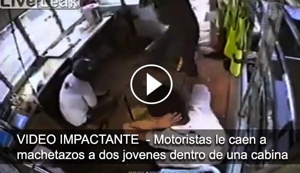 VIDEO IMPACTANTE - Banda de motoristas atacan brutalmente con machetes a dos jóvenes