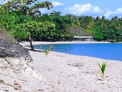 Pantai Kencana menjadi pusat wisata air yang nyaman
