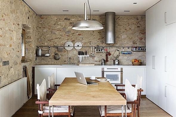 Cocina de moderno apartamento con estilo rústico