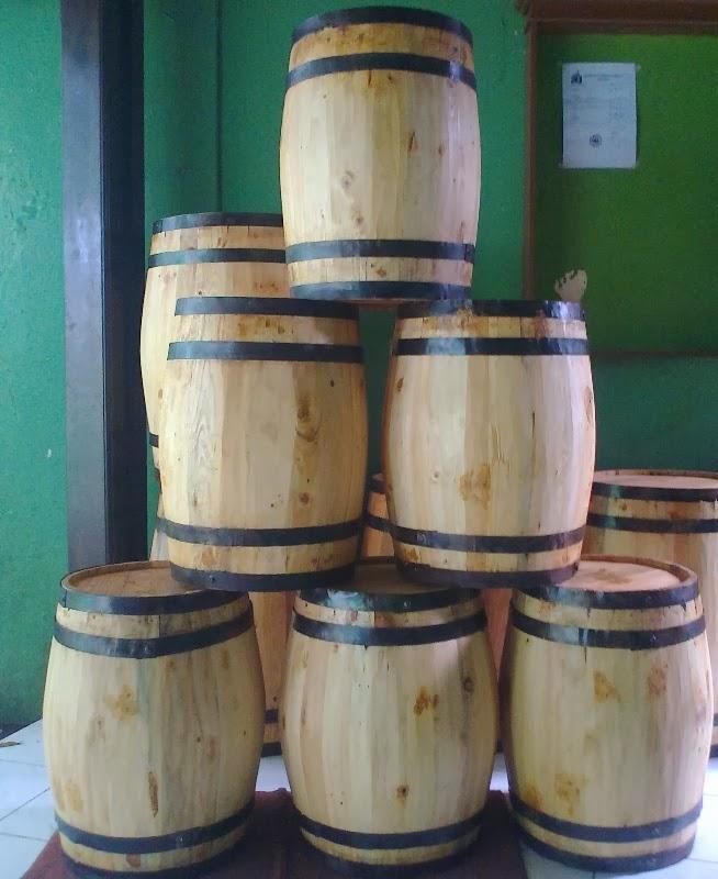 barrel kayu dekorasi