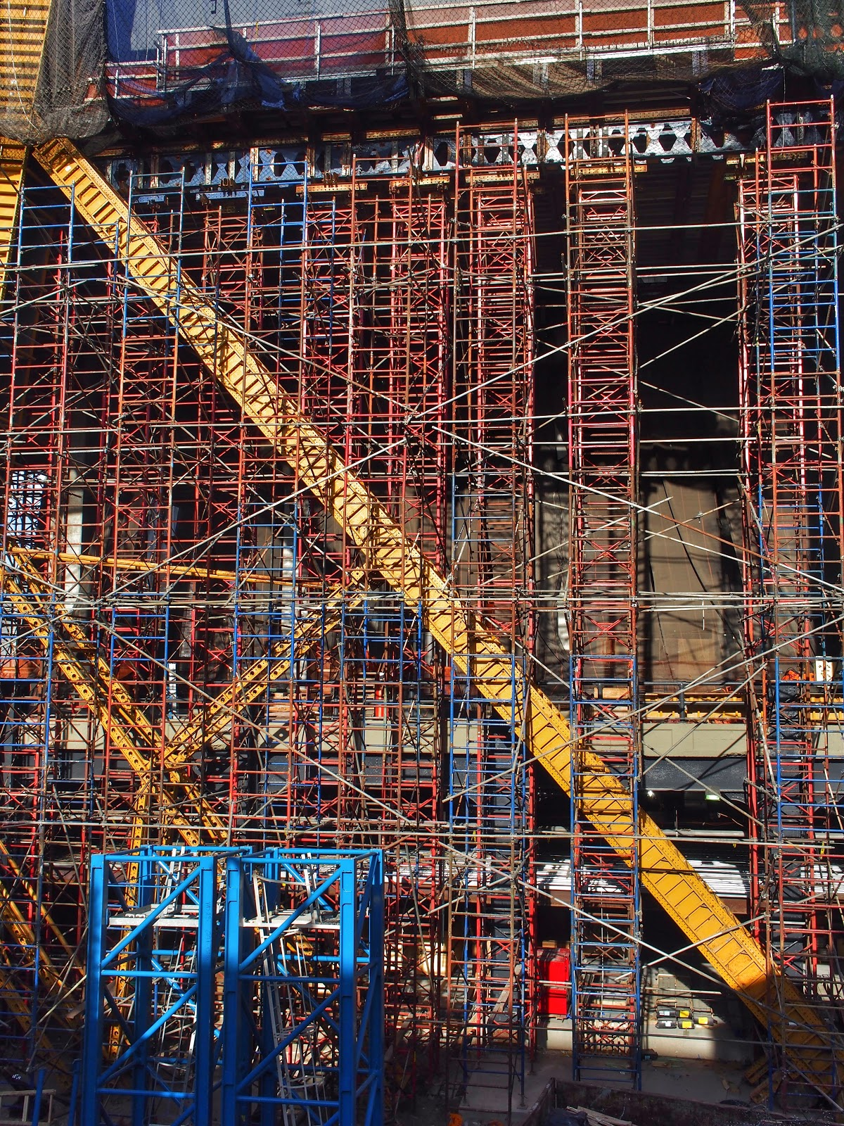 Scaffolding in Primary Colors #scaffoldinginprimarycolors #scaffolding #construction #nyc #hudsonyard 2014