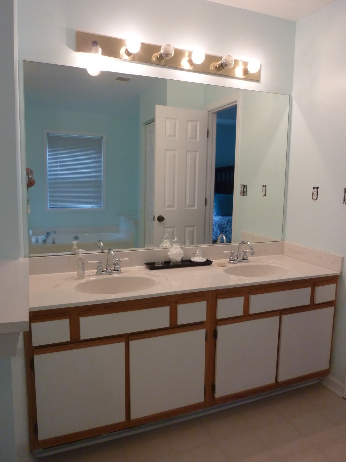 make and do newly painted bathroom cabinet