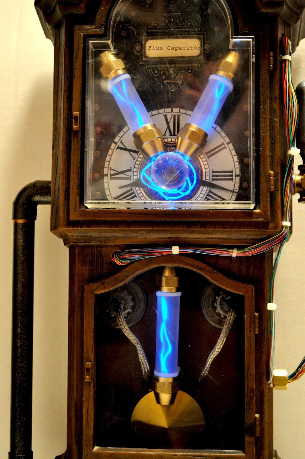 http://3.bp.blogspot.com/-NuxMDArReJs/Tyyk2X18K-I/AAAAAAAAAfQ/juKzTG-K07k/s1600/Steampunk+Flux+Capacitor+02.JPG