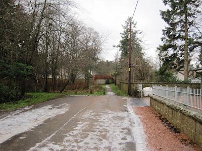 Deeside Walks: walk along Dundarroch Road to Ballater Golf Course
