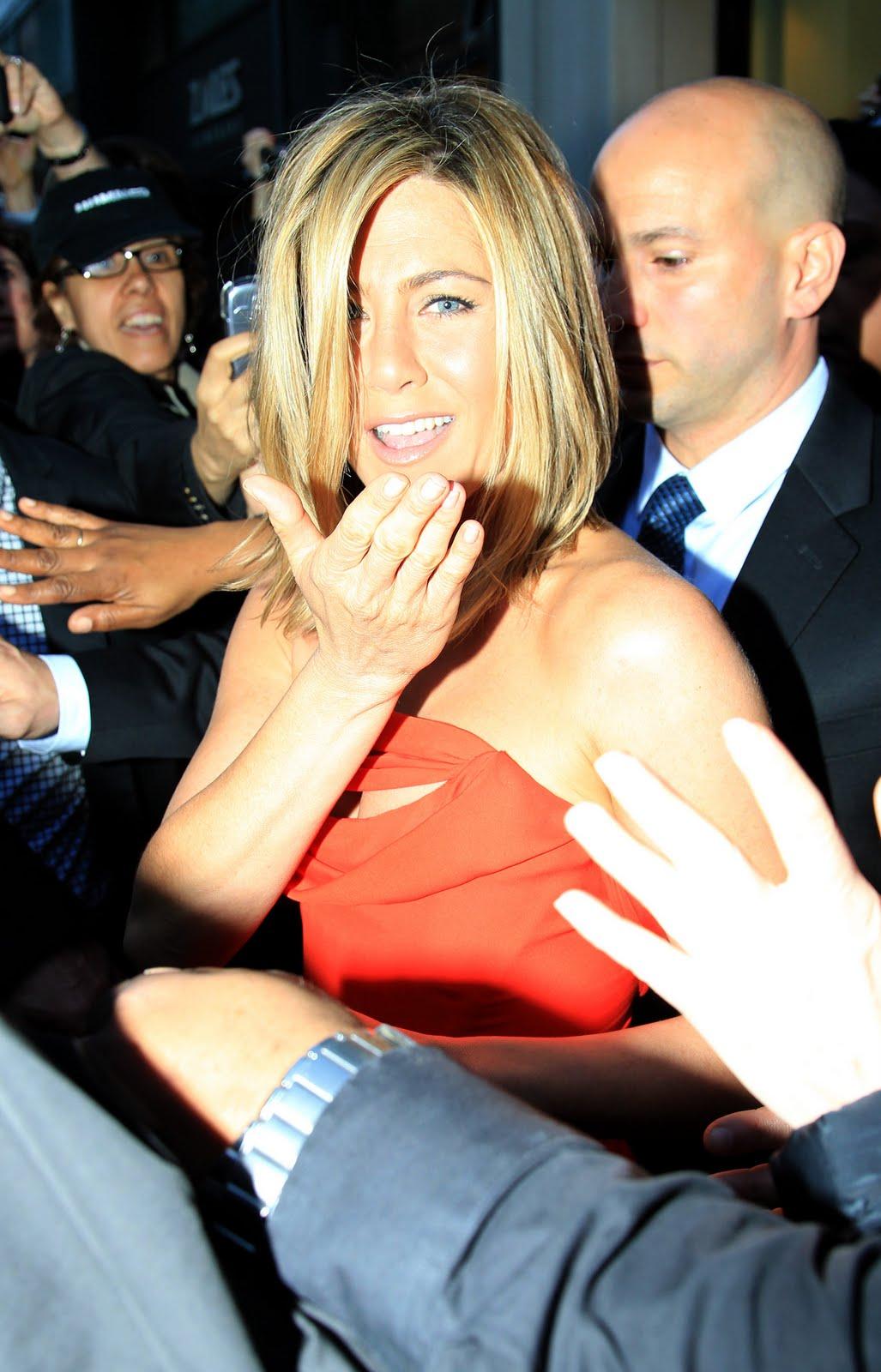 http://3.bp.blogspot.com/-Nv8IXwcPTl4/TcgLR180dKI/AAAAAAAAAIc/cCD9GOcG1Uw/s1600/Jennifer-Aniston-14.jpg