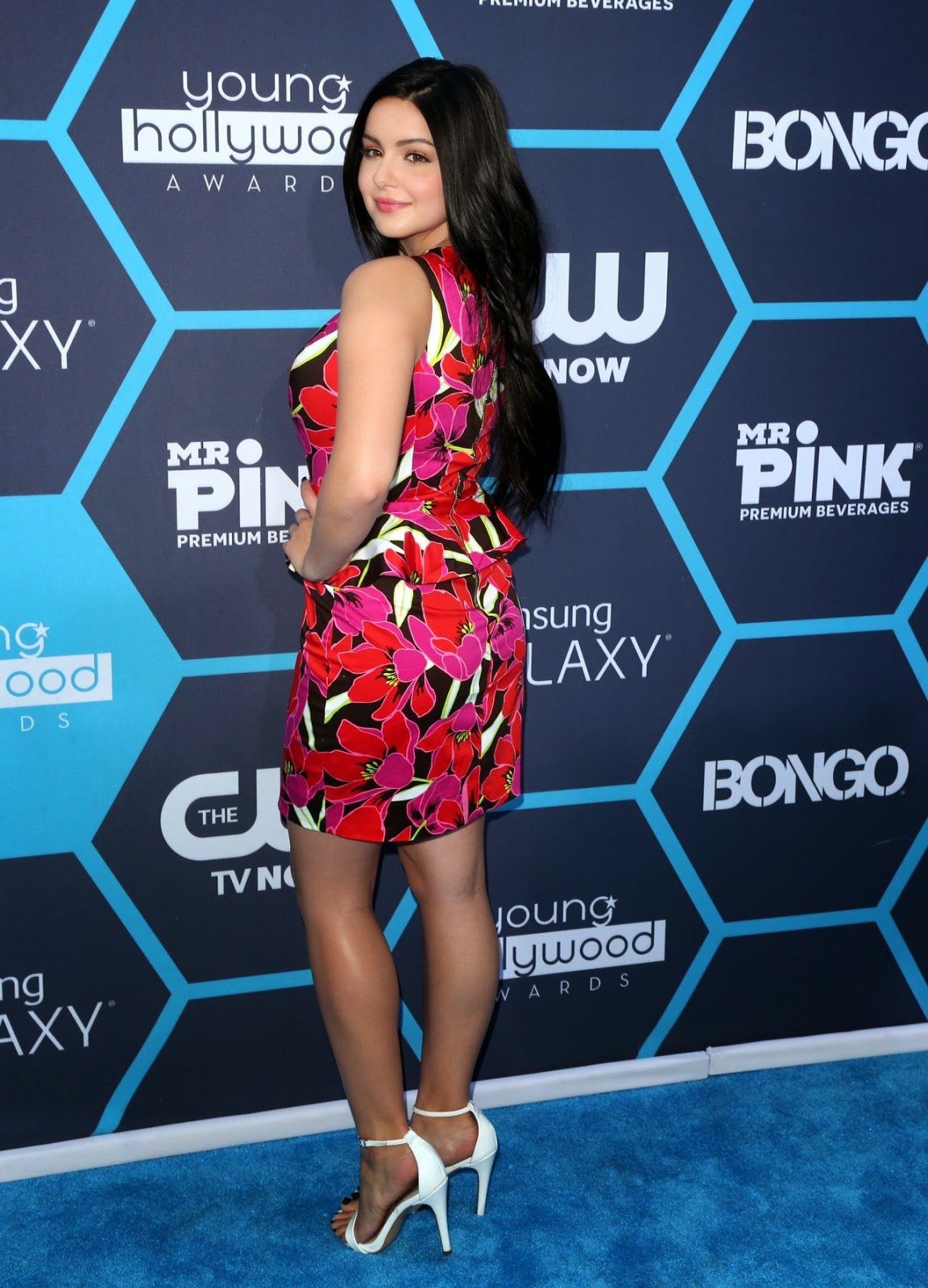 Ariel Winter in a tropical Kate Spade look at the 2014 Young Hollywood Awards