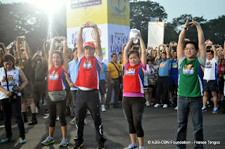 Korina+Sanchez%252C+Noli+de+Castro%252C+ABS-CBN+News+and+Current+Affairs+head+Ging+Reyes+and+Herbert+Bautista+lead+the+warm-up+exercises.JPG