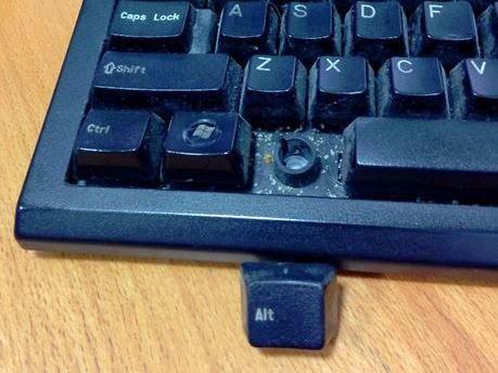 como se limpia el teclado de un ordenador