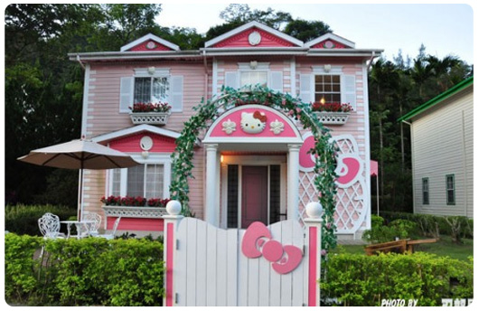 LA CASA HELLO KITTY via casasdefamosos.blogspot.com