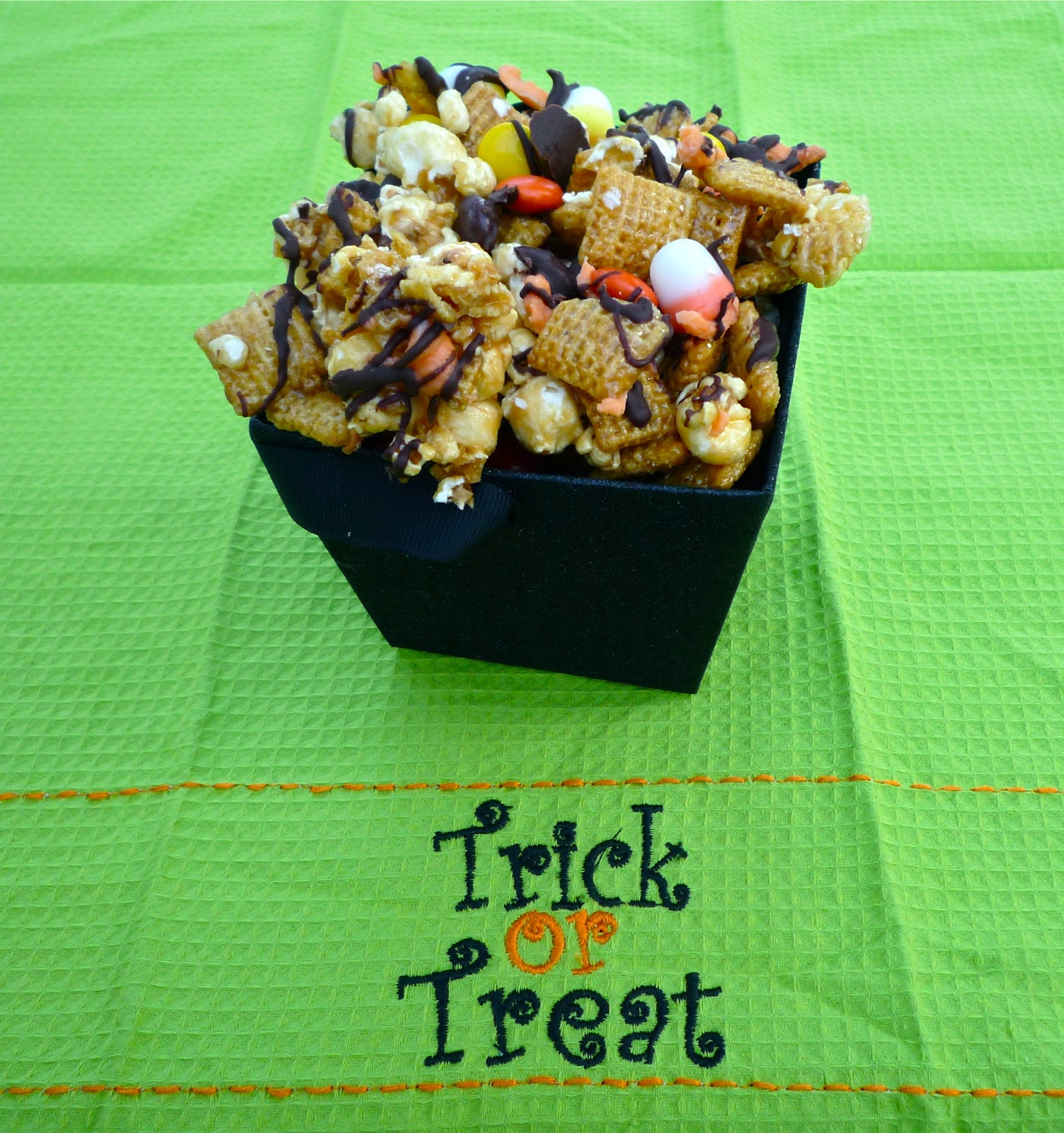 The Weekend Gourmet: #SundaySupper Trick-or-Treat Halloween Party ...