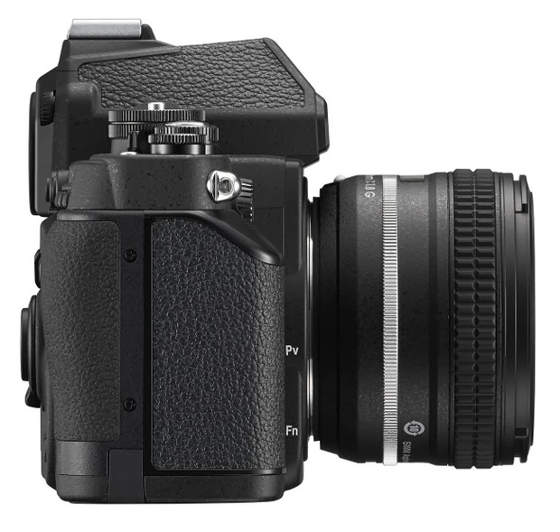 Fotografia della Nikon Df, lato destro