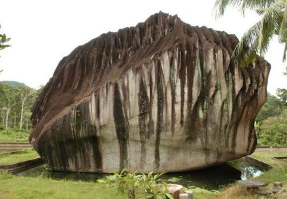 Batu Belimbing + Batu Paling Unik Dan Aneh Di Indonesia | munsypedia.blogspot.com