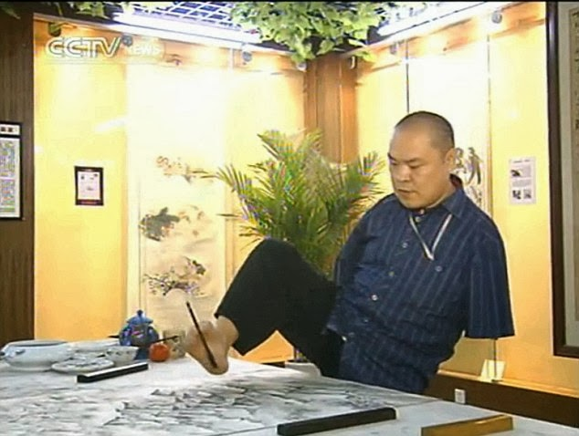 Armless Painter Paints With His Mouth & Feet