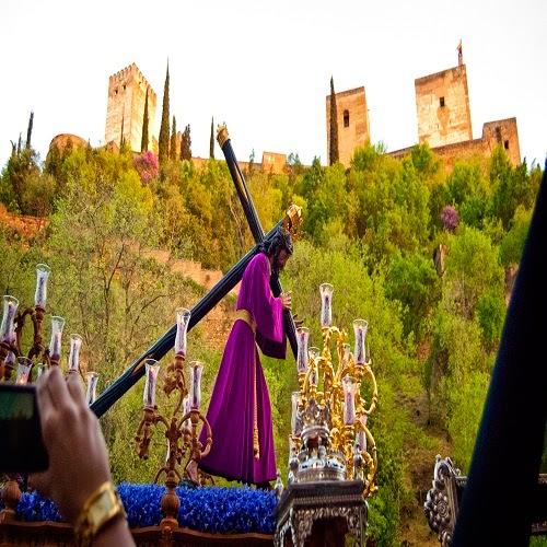 Procesión en la Semana Santa de Granada