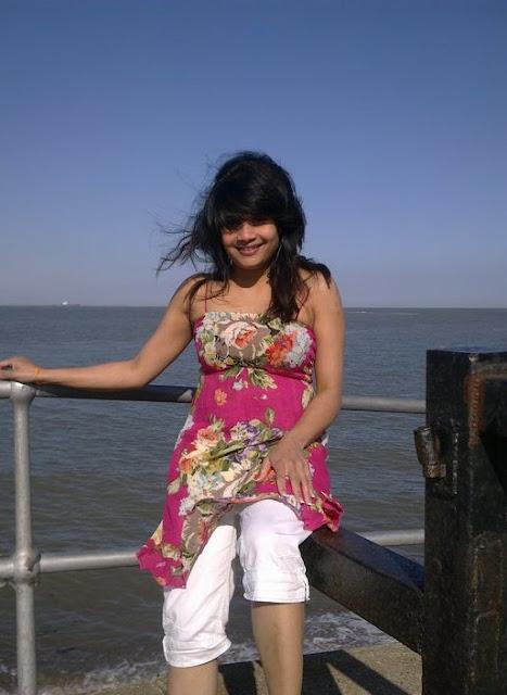 Sexy Sri Lankan Actress and Models Sasanthi Jayasekara New Pictures