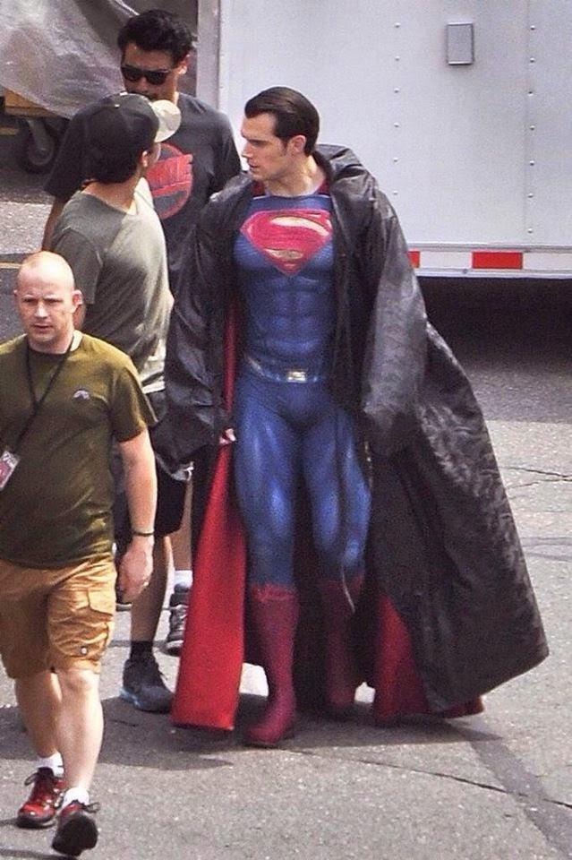 [Lo que se viene] Batman vs Superman: Dawn Of Justice - Página 3 10628061_822421044449237_9202475020803339581_n