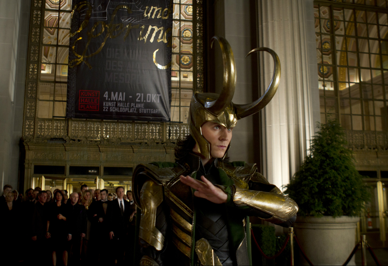 http://3.bp.blogspot.com/-NxVhatBylkc/T62JCowUhqI/AAAAAAAADaI/qzXFtHVjDBw/s1600/Marvel-The-Avengers-Movie-2012-HD-Wallpaper-loki-51.jpg
