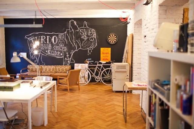 Blanco vintage un moderno estudio con muebles de osb for Muebles de oficina studio 3