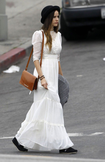 Isabel Lucas And Her Vintage Comfortable Bohemian Personal Style