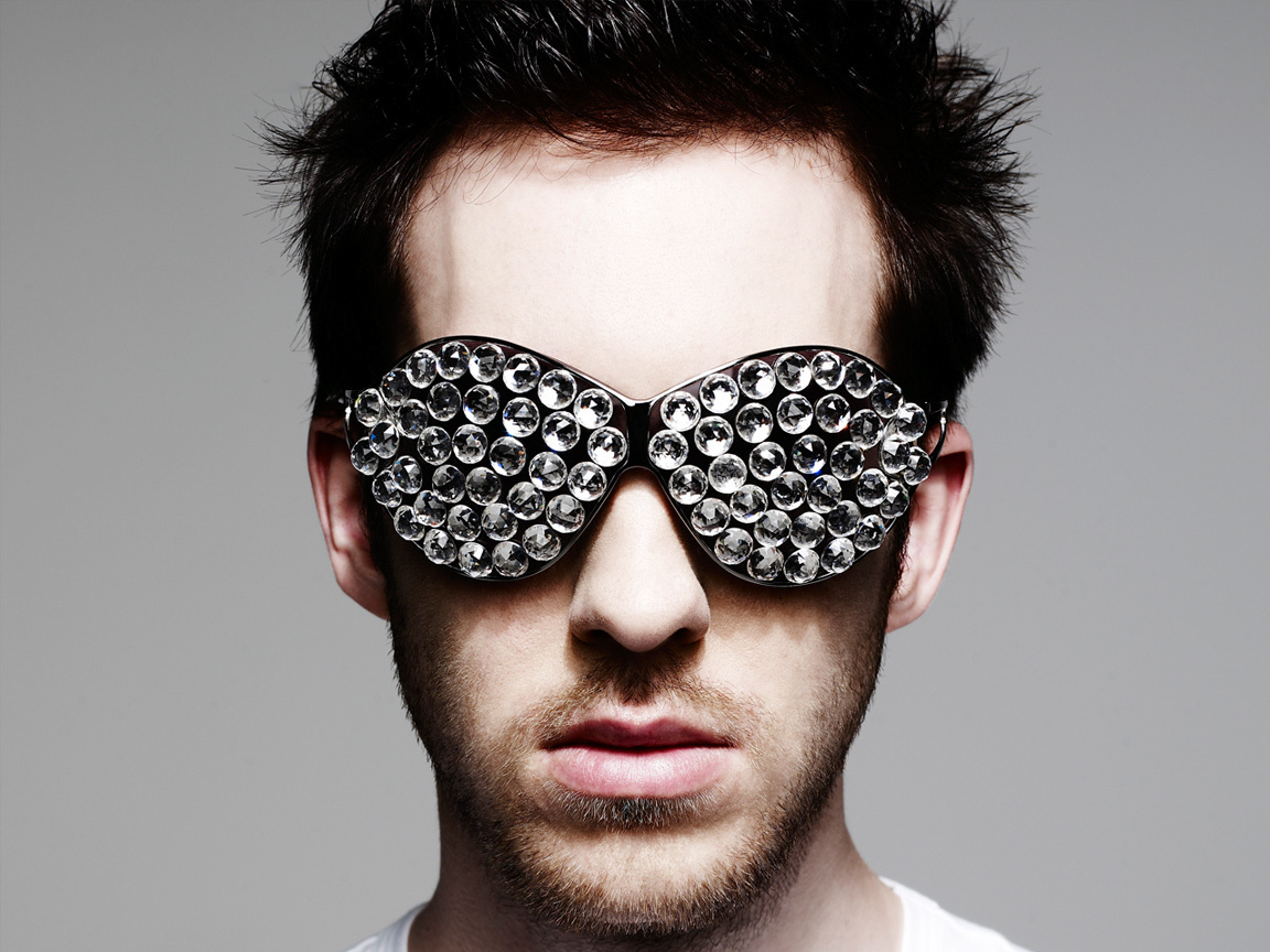 http://3.bp.blogspot.com/-NyW4Q4aaRkQ/TsFrnhT9xMI/AAAAAAAACq0/EBF1CI2MpTU/s1600/Calvin-Harris-Feel-So-Close.jpg