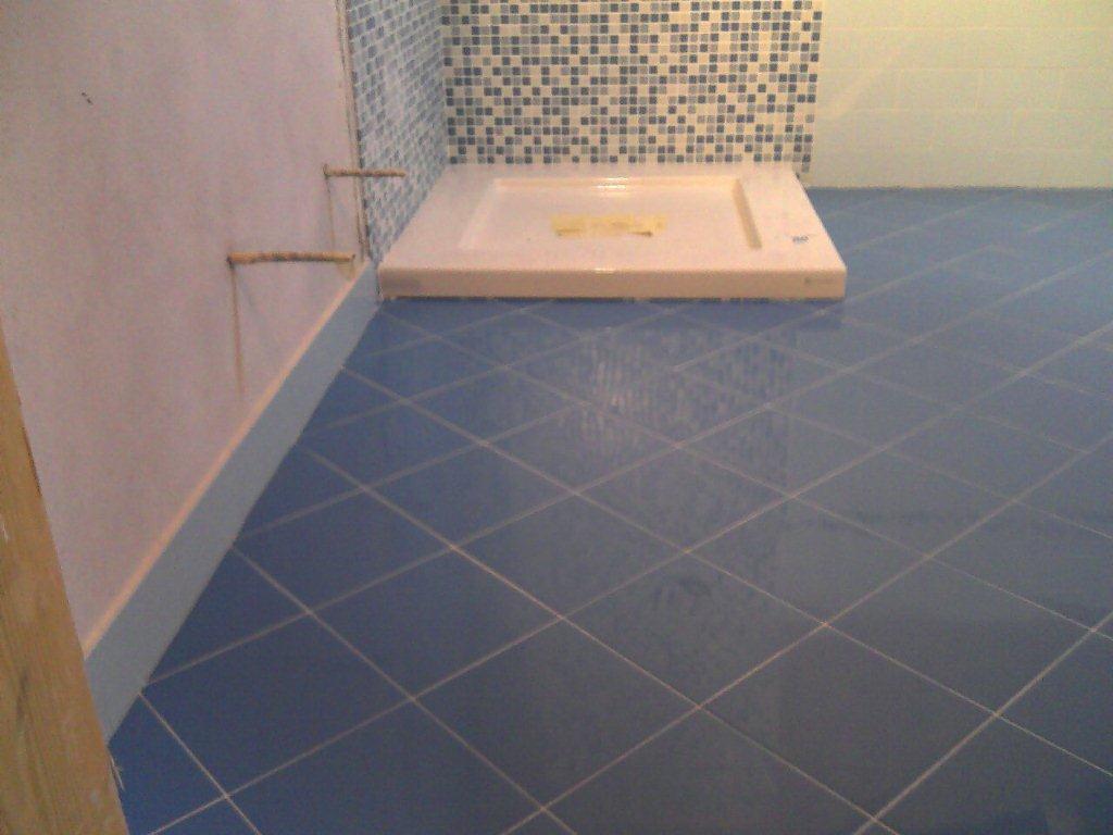 Bagno mosaico azzurro gabbatore mattia - Posa mosaico bagno ...