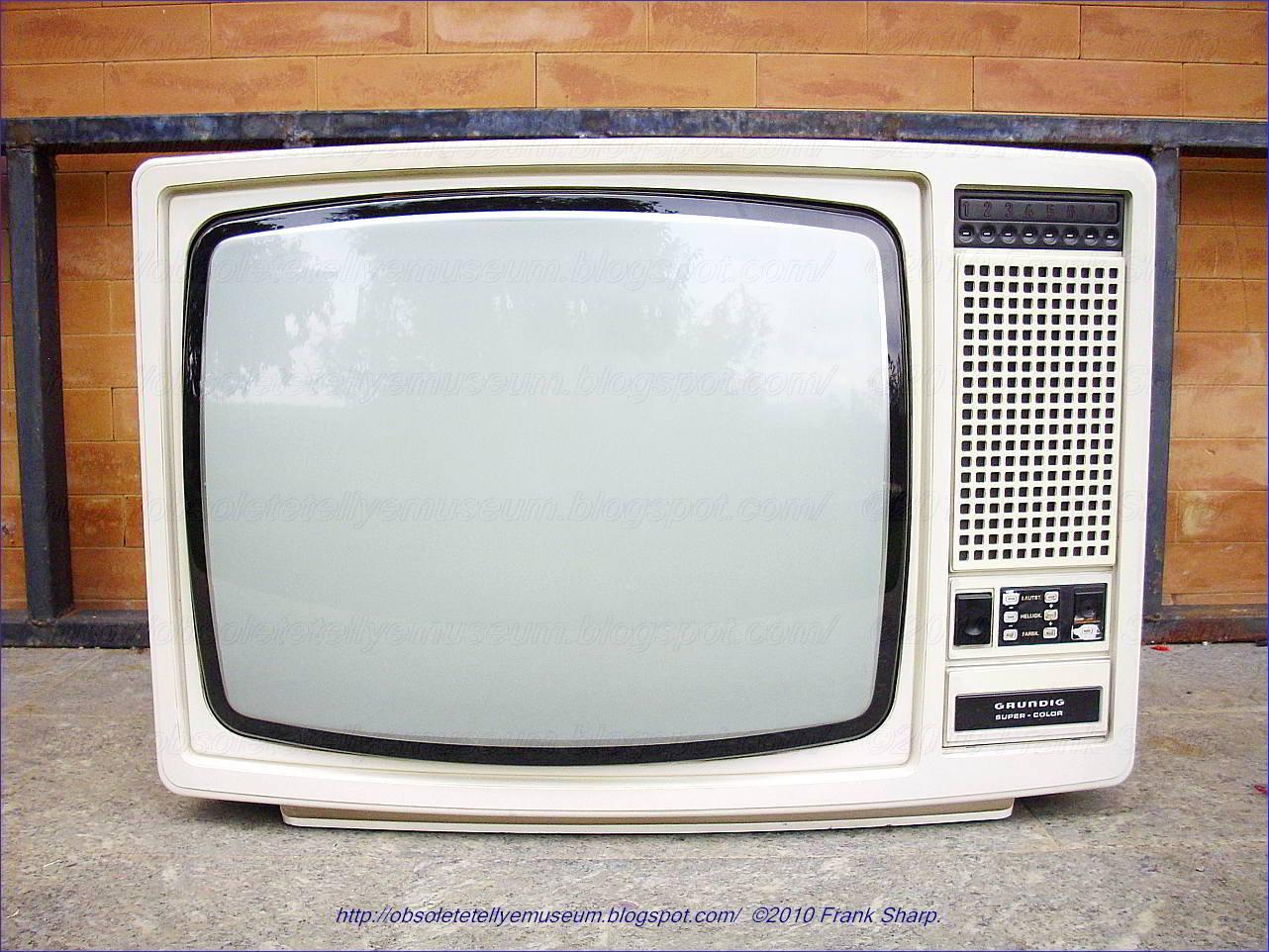Obsolete Technology Tellye !: GRUNDIG SUPER COLOR 4600 YEAR 1977.