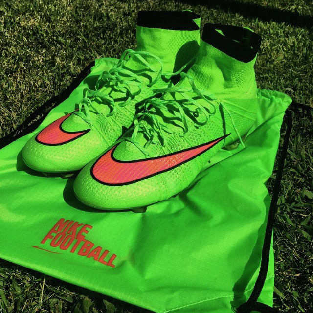 reputable site a3e9d 4a430 New Electric Green Nike Mercurial Superfly Boot