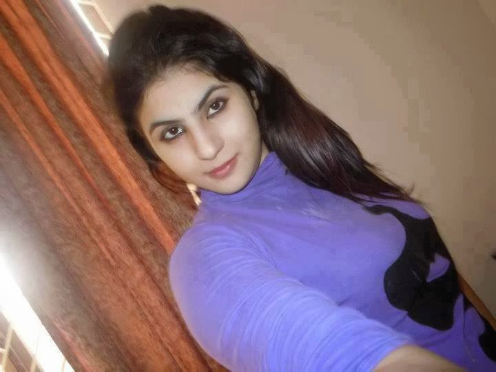 Pakistani Local Lovely Housewife New Pictures