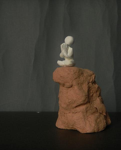 scultura statuetta zen meditazione mindfulness spirituale buddha orme magiche