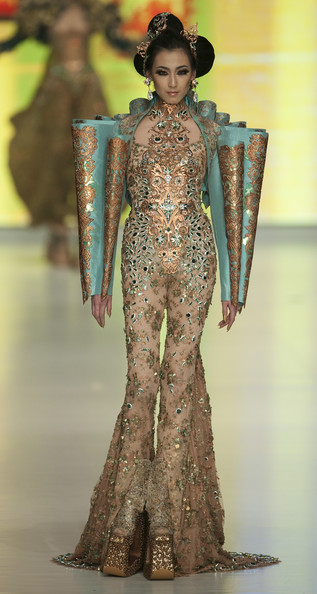Project runway season 9 project runway recaps avant for Couture clothing definition