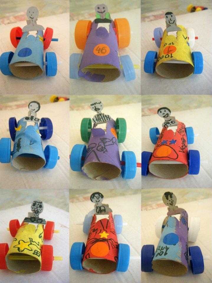 Carrinhos-de-rolo-de-papel-higienico-e-tampa-de-garrafa.jpg