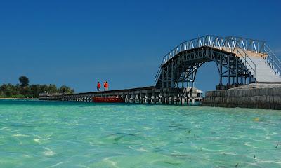 http://tempatwisata.web.id/wisata-jembatan-cinta-di-pulau-tidung-kepulauan-seribu-jakarta.html
