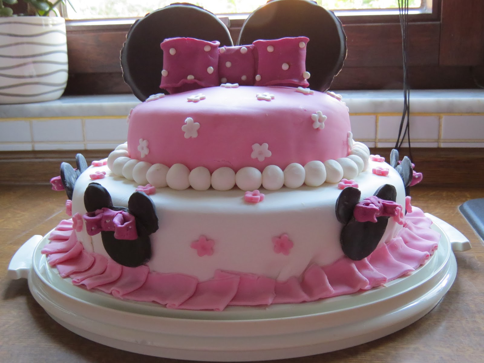 ines kreativseite minnie mouse torte. Black Bedroom Furniture Sets. Home Design Ideas