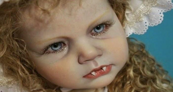 Menyeramkan! Anak Patung Vampire Ini Seakan Hidup.