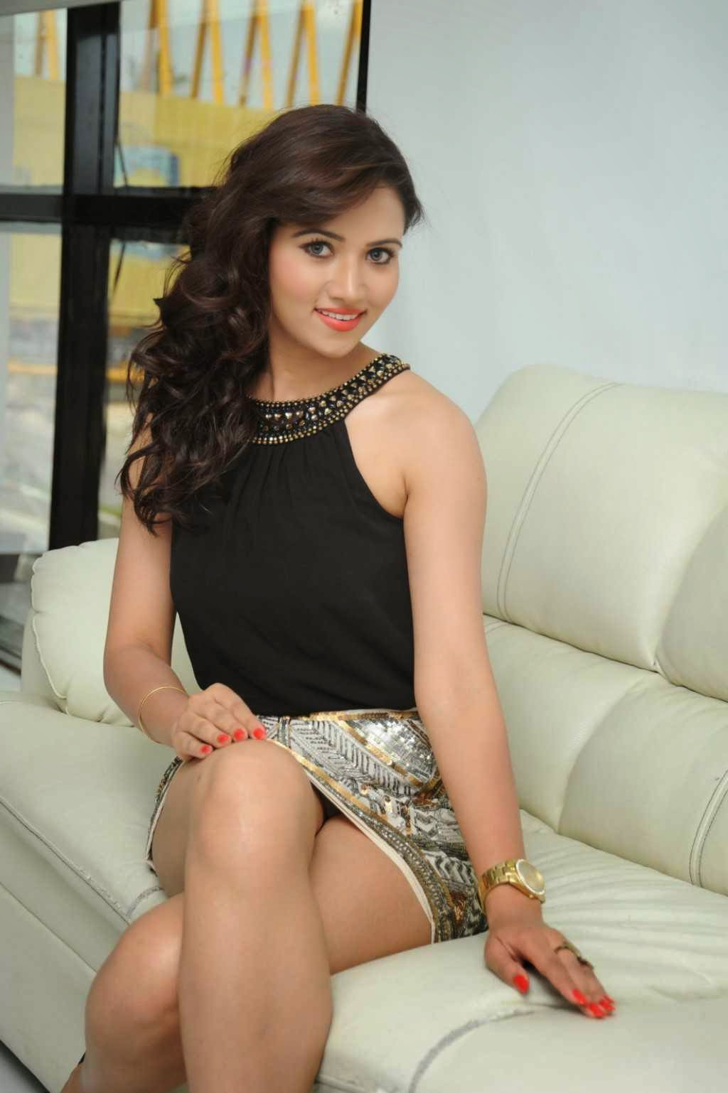Preeti-Rana-sexy-thighs-photos-3