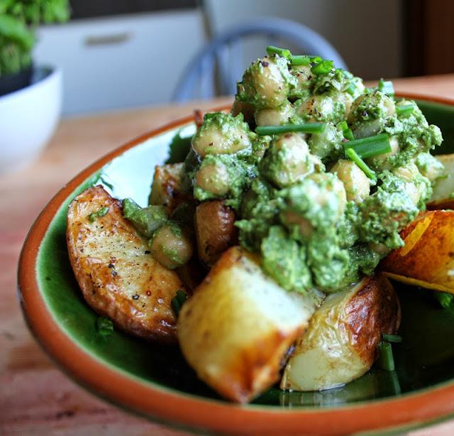 Oppskrift Ovnsbakte Poteter Potetbåter Kikerter Pesto Spinatpesto Bønner Sunn Vegansk Middag