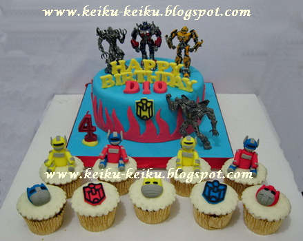 Keiku Cake Transformer cake and cupcakes set
